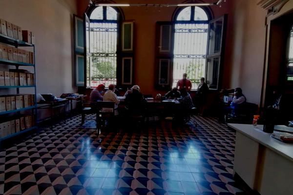 El equipo multidisciplinario inspecciona la documentación resguardada en el Palacio Nacional. Los peritos y observadores del proceso buscan encontrar información relacionada en el caso de la Masacre de El Mozote y Lugares Aledaños.