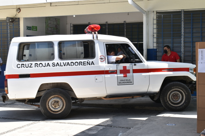 """Durante las votaciones en el Instituto Nacional """"Dr. Francisco Martínez Suarez"""" hubo un hombre que se desmayó y fue trasladado al hospital, según reportes de Cruz Roja el desmayo sucedió por causa de insolación."""