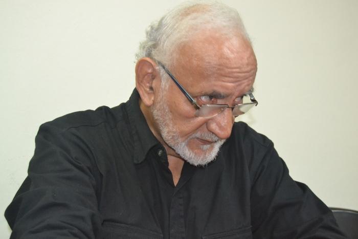 Roberto fue uno de los intelectuales de izquierda de El Salvador que tenía un sólido pensamiento crítico y una experiencia grande en el análisis y en procesos de construcción de proyectos sociales, en especial en temas de educación.