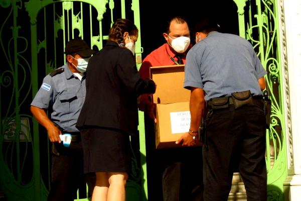 El Equipo Multidisciplinario del Tribunal de Instrucción de Francisco Gotera llevó documentación para atender el caso de la Masacre de El Mozote y Lugares Aledaños, diligencia ordenada por la misma institución judicial.
