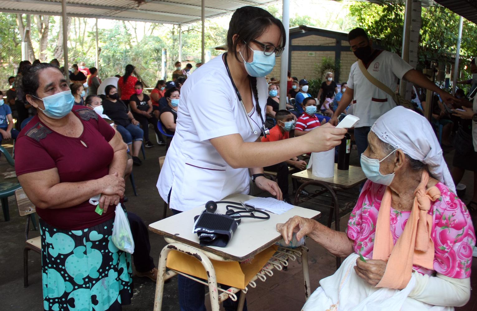 Franklin Méndez, coordinador de proyección Social de dicha facultad, dijo que esta es la Quinta Jornada de Salud Integral del año, que hacen como Universidad de El Salvador. Siempre se hacen en conjunto a los líderes de cada comunidad, para que todos salgan beneficiados.
