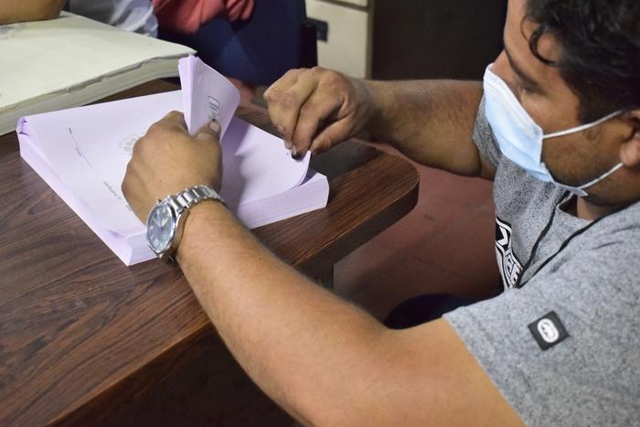 Como primer paso los integrantes de la Junta Receptora de Votos contaron las papeletas sobrantes, en esta Junta Receptora de votos el 48% de los votantes no llegó a ejercer su deber al voto.
