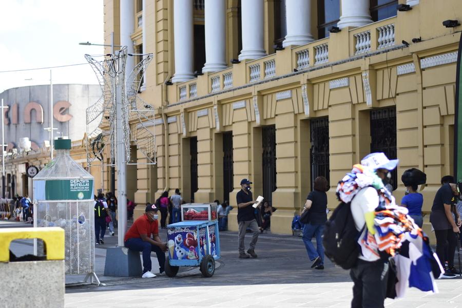 Plaza Morazan por muchos años ha sido el lugar de trabajo para muchos trabajadores informales o vendedores ambulantes.