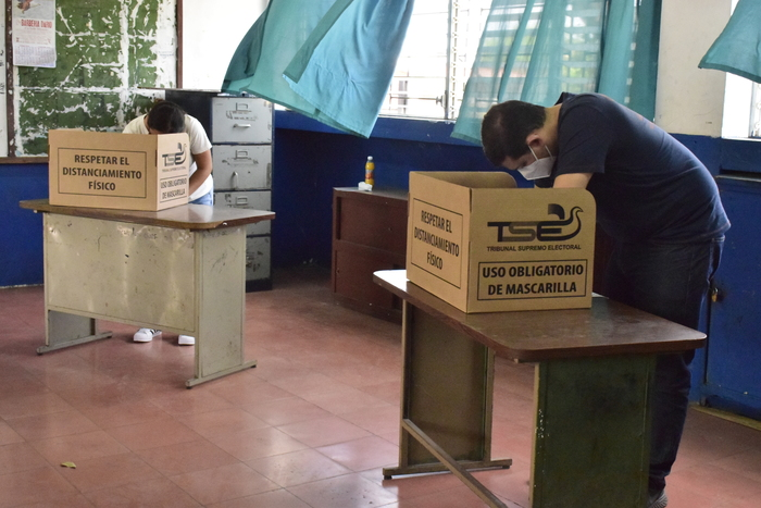 Con mucho orden y sin inconvenientes los ciudadanos ejercieron su derecho y deber al voto.