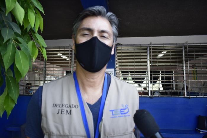 Javier Mayorga delegado JEM del TSE de El Salvador nos comentó sobre algunos inconvenientes para la hora de apertura del centro, pero luego todo continuo en total normalidad.