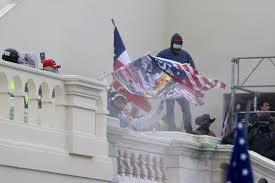 Manifestantes se oponen a gobierno electo de Joe Biden