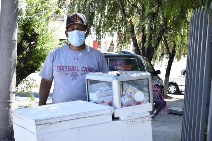 Juan René Ponce tiene aproximadamente 15 años de vender sorbete de carretón, nos comentó que primero ejercería su derecho al voto y luego se dedicaría a vender su producto.