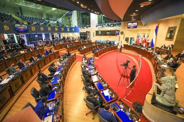 El tanque de pensamiento, Dagoberto Gutiérrez, reitera su apoyo por las acciones del gobierno salvadoreño, pese a las denuncias de la Comunidad Internacional, y a las alertas de corrupción.